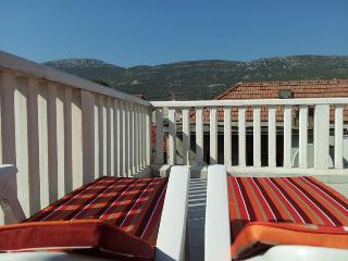 2 Sun Loungers to enjoy the mountain views or to star gaze in the evneing