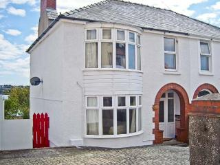 LYDSTEP, estuary views, woodburner, garden with shoreline access in Neyland, Ref
