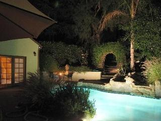 Beautiful Cottage w/pool & Jacuzzi, Malibu