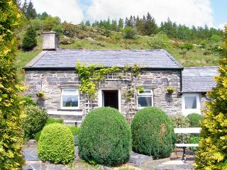 HENRHIW BACH detached, pet-friendly, in National Park in Penmchno Ref 17430