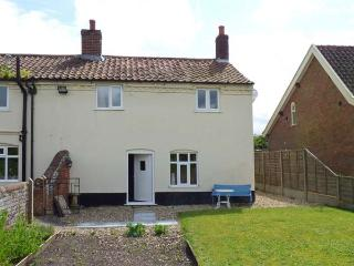 STUDIO 1, all ground floor, lawned garden, Ref 906182, Little Snoring