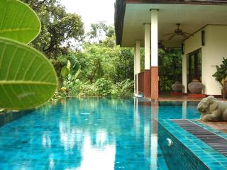 Gecko Villa: rural, full board, private pool villa