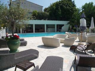 6 bedroom luxury vacation villa rental with pool and sea view in Super Cannes