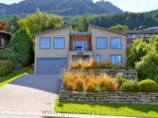 Otago: Beautifully appointed, spacious holiday home with panoramic views