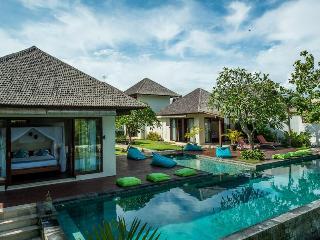 Villa Nelayan -Luxurious 4 BR Villa Near EchoBeach, Canggu