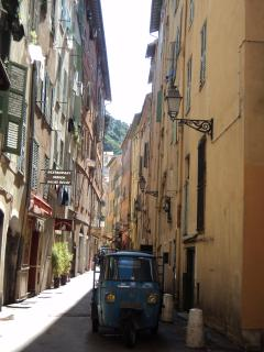 Another charming and typical Old Nice small street (called ruelle in French), near Zen OM apartment