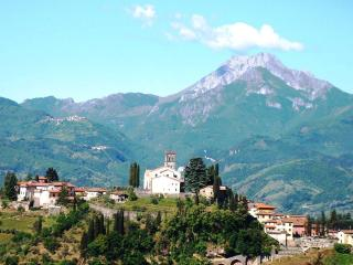Barga Doumo and the Apuane Alps