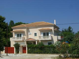 Villa Verde - holiday green by the sea near Athens, Atenas