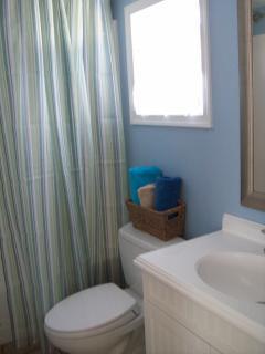 Bathroom with full bathtub/shower
