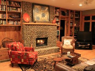 Gorgeous Cabin!!!! Hiking, Private, Fishing., Burnsville