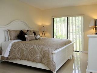 Master Bedroom (King Bed, Tempur-Pedic Mattress, TV, Ensuite, Closet)