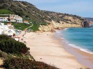Lovely 3bdr villa next to famous Salema Beach
