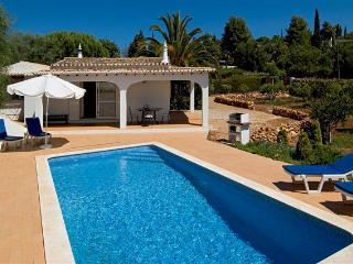 Charming 2bd small villa quality residential area, Portimao