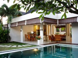 Heart of Seminyak,5min walk Beach&3min Supermarket