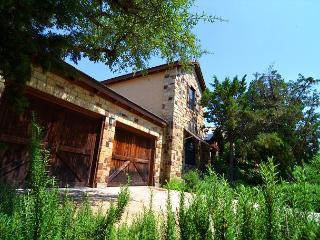 Beautiful Casita on Lake Travis Located in the Hollows - Full of Family Fun!, Lago Vista