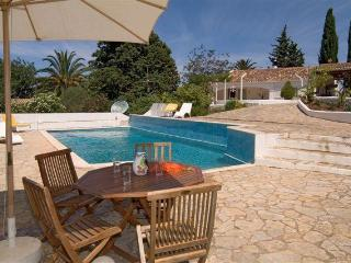 Quality small villa on pleasant residential area, Portimao