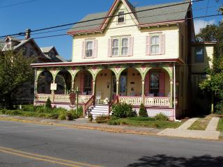 A Victorian B&B, 2 bks to bch & more (location!), Cape May