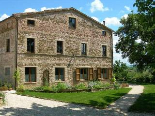 Tranquil location with stunning mountain views, San Ginesio