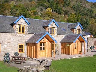 BUGABOO COTTAGE, pet-friendly, garden, close walking in Aberfeldy Ref 21366