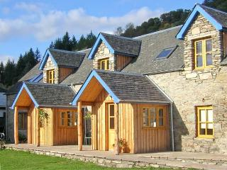 LARCH COTTAGE, pet-friendly cottage near walks, watersports, in Aberfeldy Ref