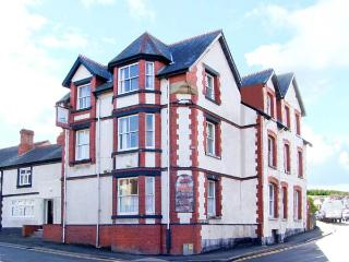 SHIP INN large holiday home with twelve bedrooms, near to coast in Old Colwyn Re