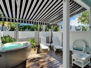 Honeymoon Hideaway - Romantic Getaway Spot For Two - Private Hot Tub, Key West