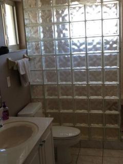 Master Bedroom's En Suite Bathroom
