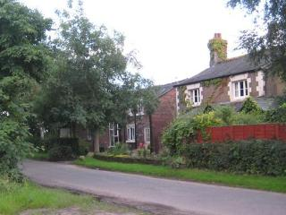 The Granary, cosy country cottage sleeps 6 people, Ormskirk