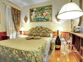CR112VR - REGINA ELENA Charming Apartment, Venice