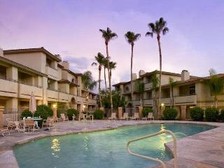 Poolside Condo to 1 of 3 Resort Pool-Spa Complexes, ALL HEATED & OPEN 24/7/365!