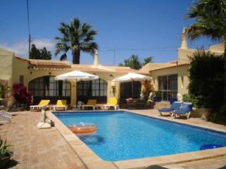 Elegant 3 bdr villa with nice mature gardens, Carvoeiro