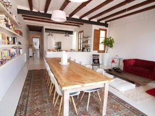 Spacious, Cozy, Centrally Located- Up To 8 People, Barcelona
