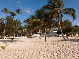 Amazing Luxury BeachFront Sea Views 2BR 2BA Condo!