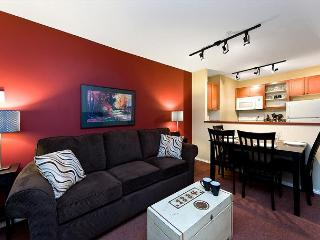 100 Glaciers Reach this 1br home has a hot tub & pool in Whistler Village