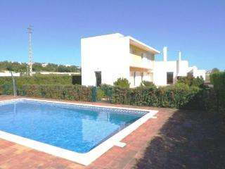 Modern villa air conditioned & fenced pool safety, Albufeira
