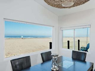 3549- Contemporary Retreat ~ Hollywood Beach Oceanfront, Oxnard