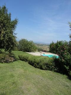 Pool and view to Lake Trasimeno