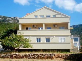 Villa Katina, Comisa