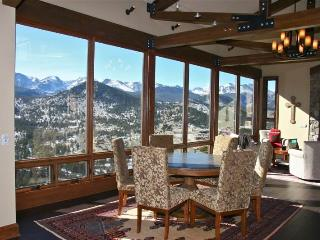 Stewart Highlands: Panoramic RMNP Views, 6 Bdrms, Hot Tub, Pool Table, Wildlife, Estes Park