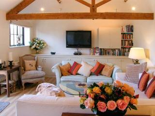 THE CIDER BARN, luxury studio accommodation, with off road parking and garden, i