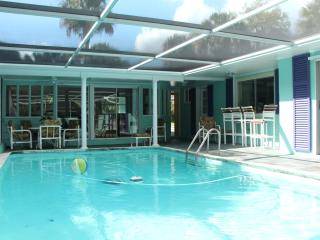 Tropical Home with heated pool & wifi near beaches, Hobe Sound