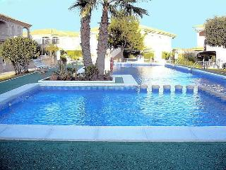 Lovely 2 bed apartment pool,near beach/amenities, Torrevieja