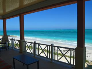 NEMO HOUSE - Beachfront - 4 couples/2 families !, Exuma