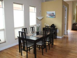Dining Room Table Expands to 10'