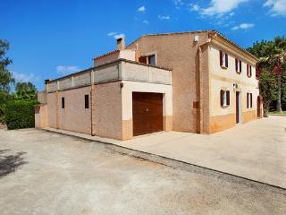 4 bedroom Villa in Cas Concos, Cala D Or, Mallorca : ref 4382