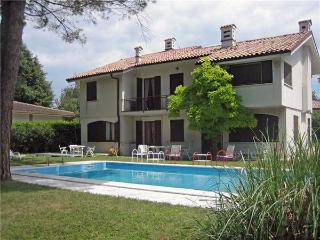 5 bedroom Villa in Pacengo, Lazise, Lake Garda, Italy : ref 2067394
