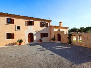 6 bedroom Villa in S Horta, Cala Dor, Mallorca : ref 2018219, S'Horta