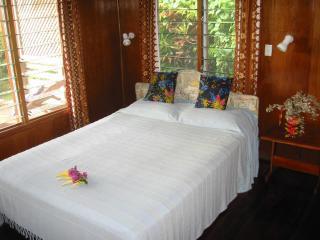 Quennsize bedroom