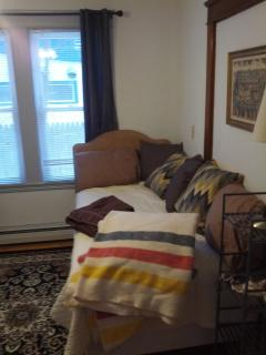 Side bedroom, single bed, W/D