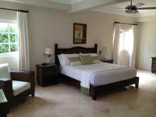 typical large bedroom (king bed)
